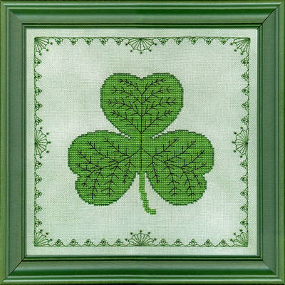 cross stitch pattern Glittering Shamrock